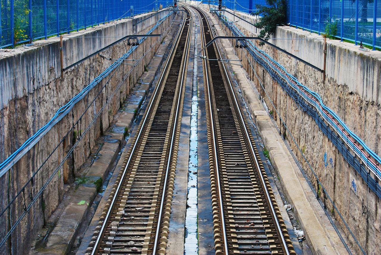 empty-track